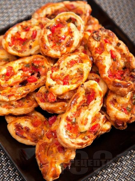 Охлювчета / парти хапки от бутер тесто с шунка и червена чушка - снимка на рецептата
